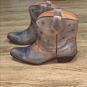 Bed Stu Silver Gazelle Star Boots Size 10